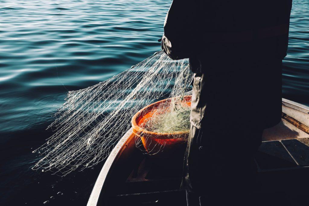 image barques de pêcheurs pour voyage solidaire france
